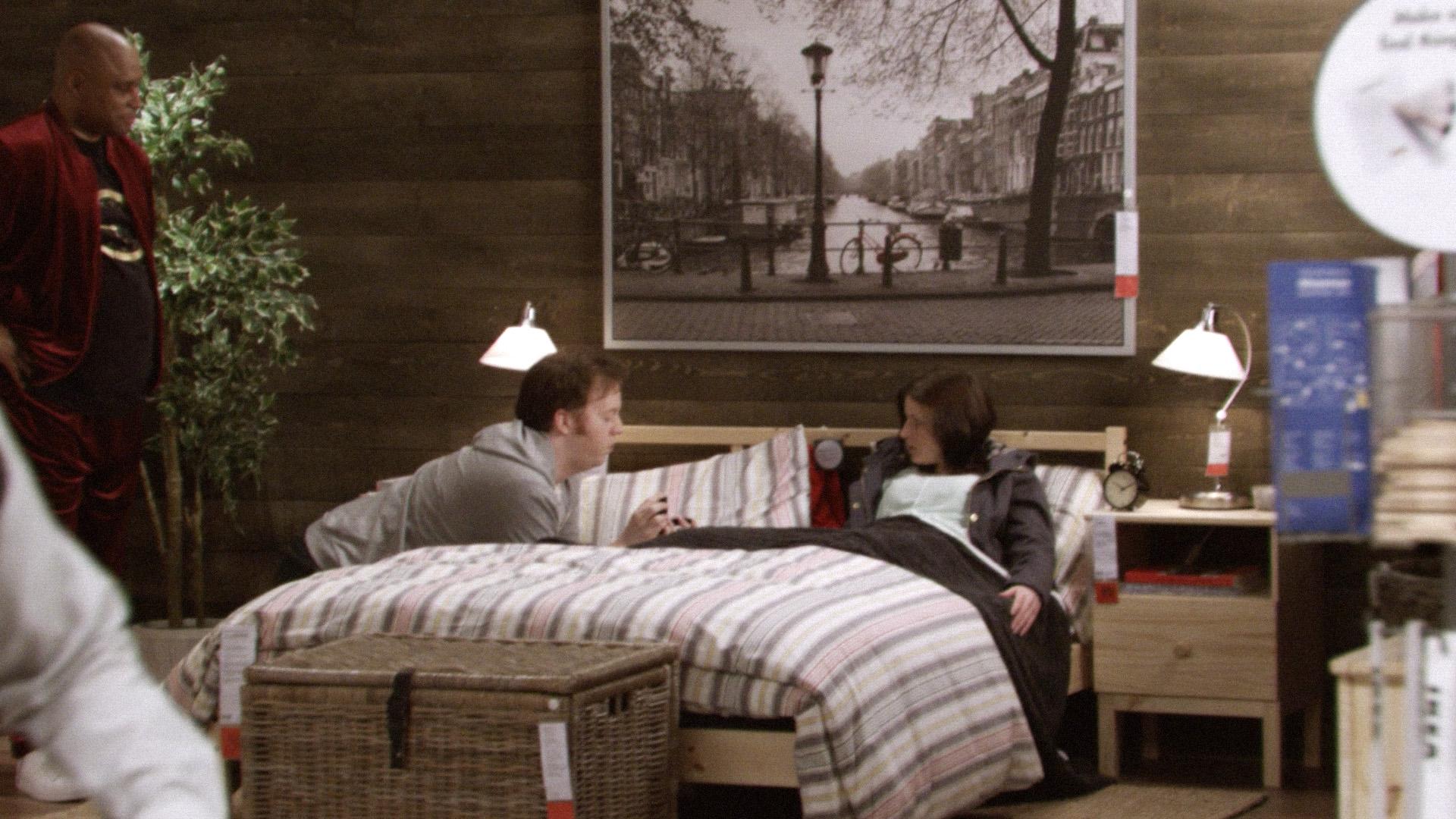 Jeff och Beth blir hypnotiserade på IKEA