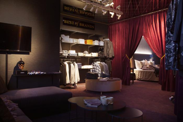 Världspremiär för hotellrum med egna välfyllda walk-in-closets