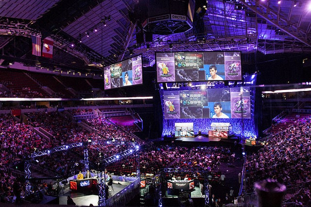 """esports"" (CC BY-SA 2.0) by Sam Churchill"